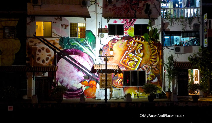 A large mural showing Chinese food – Moon Cake, Dim Sum and Chinese vegetables as seen on the Melaka River Cruise.